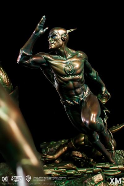JLA VS Darkseid Ver B (Faux Bronze)